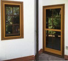 Fensterrahmen und Pendeltür